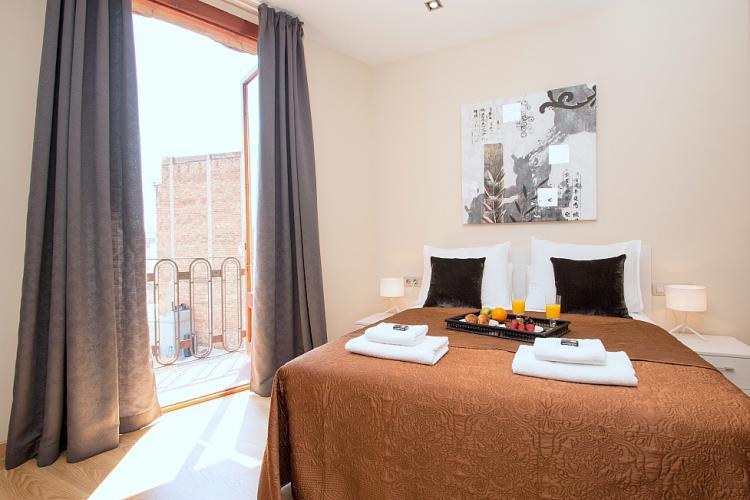 moderno appartamento in colori neutri barcelona home