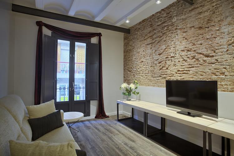 Fantastico appartamento con le pareti in mattoni - Descrizione camera da letto in inglese ...