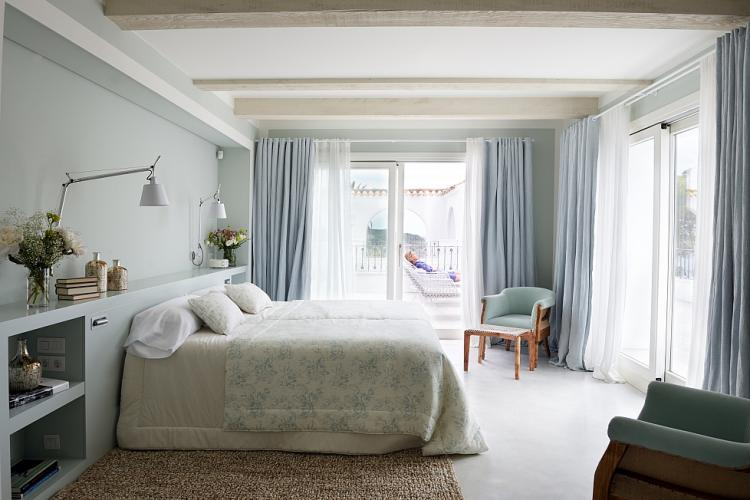 Bedrooms provide access to a balcony or the garden.
