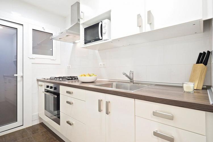 You will also have access to a large modern kitchen equipped with a microwave, oven, stove and a great knife set.