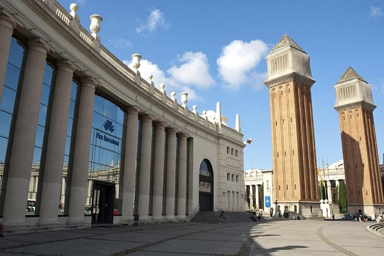 The Fira de Barcelona exhibition center is also just a few minutes away by bus or metro.