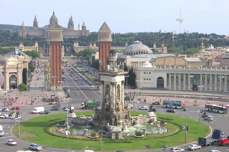 Visit the nearby Plaza Espanya and all of the tourist attractions near it.