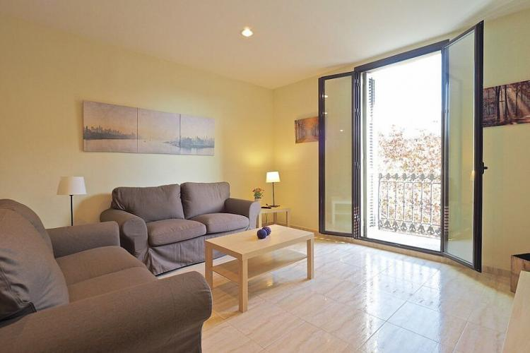 Beautiful Eixample apartment on the 3rd floor.