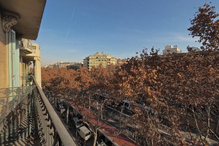 Step out on the balcony to enjoy the views of the tree-lined Gran Via below.