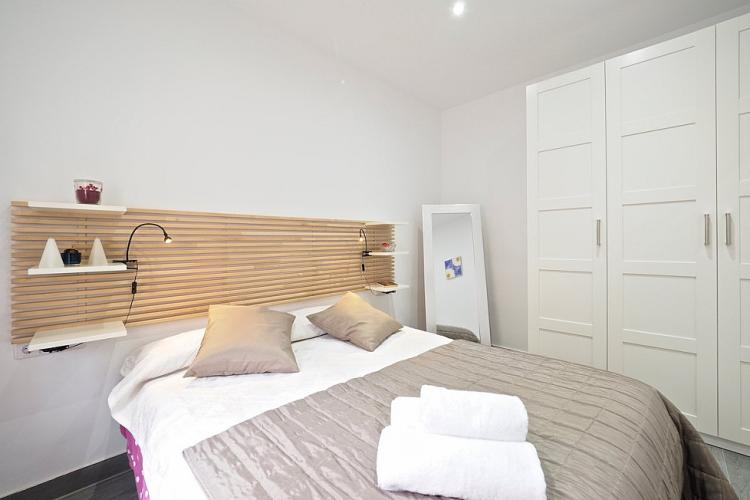 The bedroom comes with a comfortable bed that will guarantee a peaceful night´s sleep.