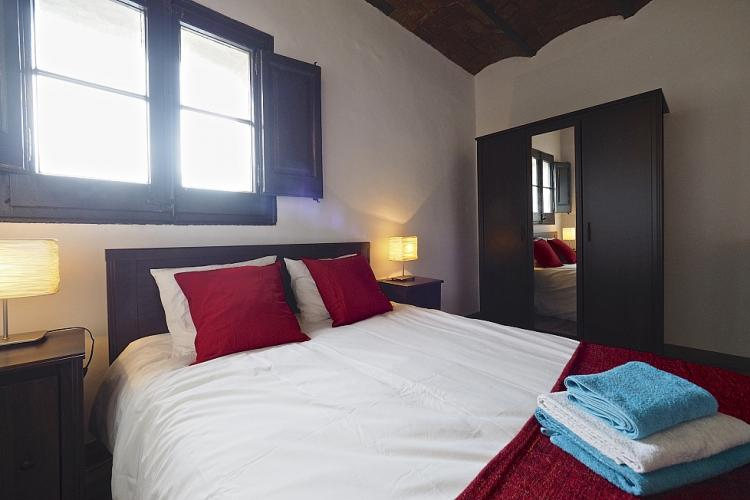 The double bed comes with a double window with nice dark frames over it.