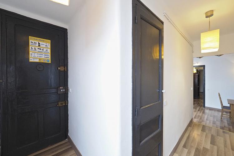 The entrance of the apartment leads to a hallway along the corner and to the dining area and kitchen.