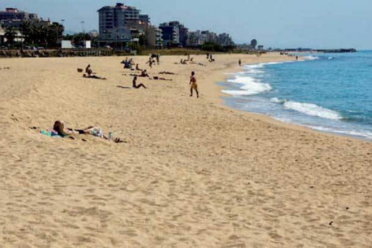 Appartamenti premia de mar barcelona home for Piscina premia de mar