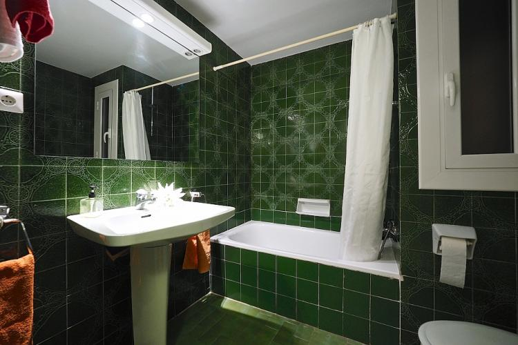 We love the deep green  color of this bathroom.