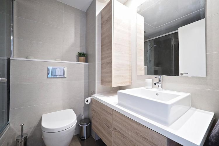 The bathroom comes with nice wooden and tile surfaces,
