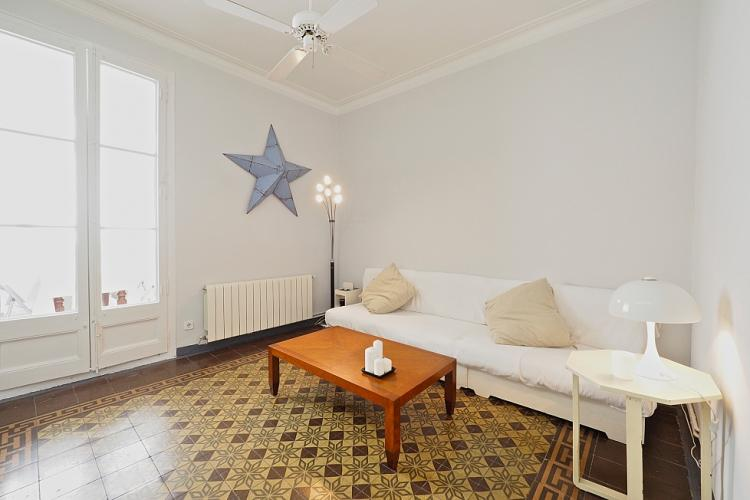 The lounge comes with gorgeous mosaic tile floors and a pretty star decoration on the wall.