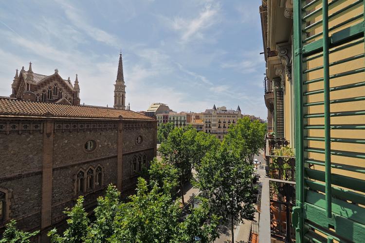 From the balcony you will enjoy views of the gorgeous Parroquia de Sant Francesc de Sales across the street.