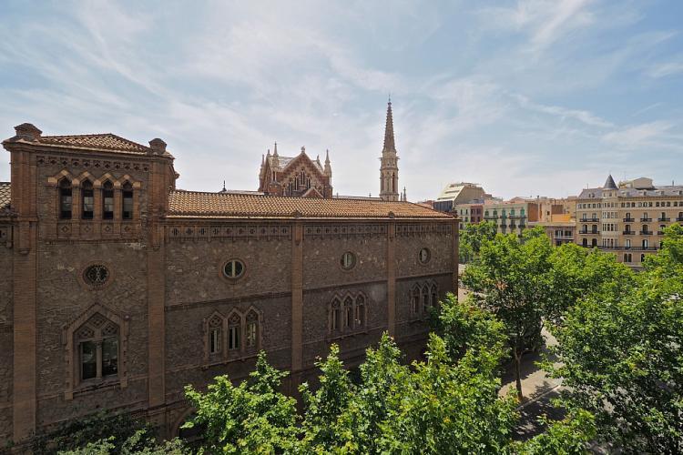 The apartment is very close to Parroquia de Sant Francesc de Sales and the leafy green Sant Joan promenade.