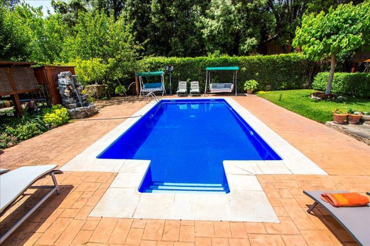 Sofisticada casa con piscina y pista de tenis en sabadell for Casas con piscina barcelona