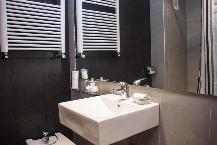 There is another bathroom that do not show the pictures.
