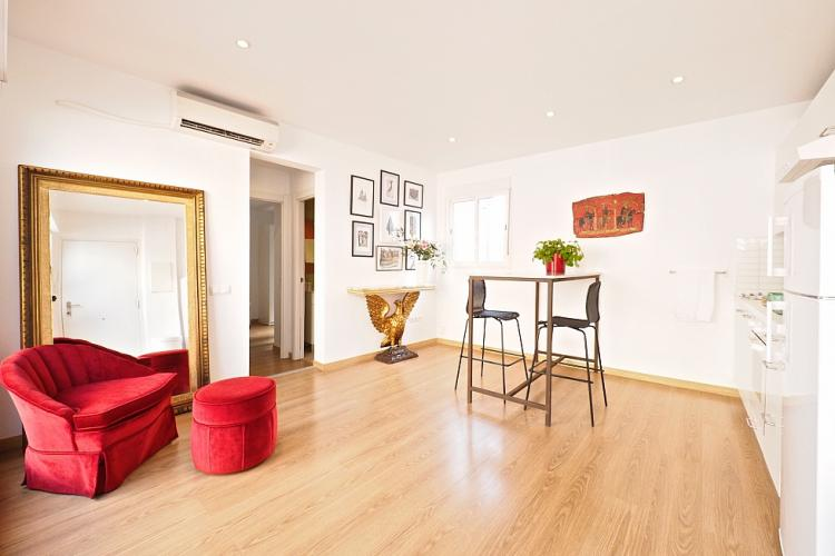 Welcome to your new fabulous home in downtown Barcelona !