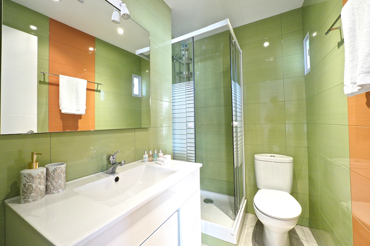 The green design choice is guaranteed to make you feel fresh after a nice shower.