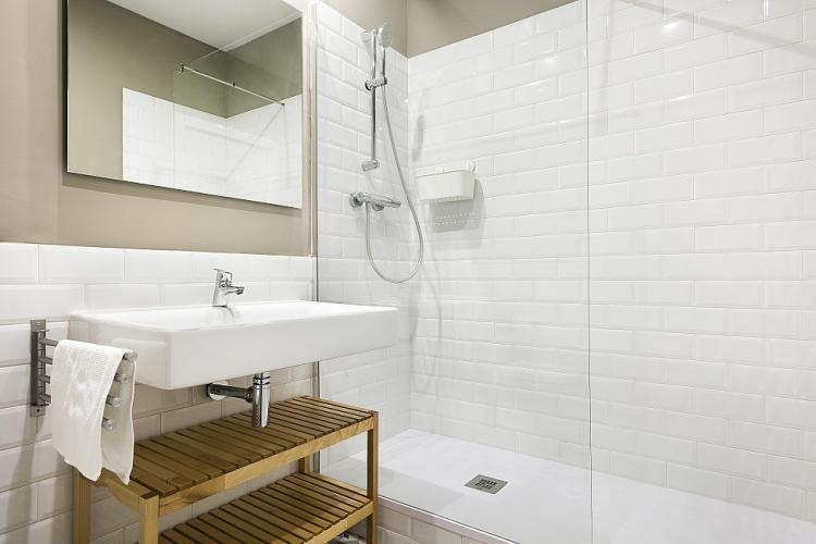 The crisp white design gives the bathroom a clean fresh look.