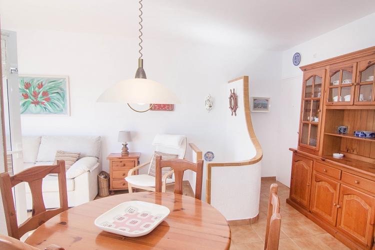 wohnung mit meerblick und pool in sitges barcelona home. Black Bedroom Furniture Sets. Home Design Ideas