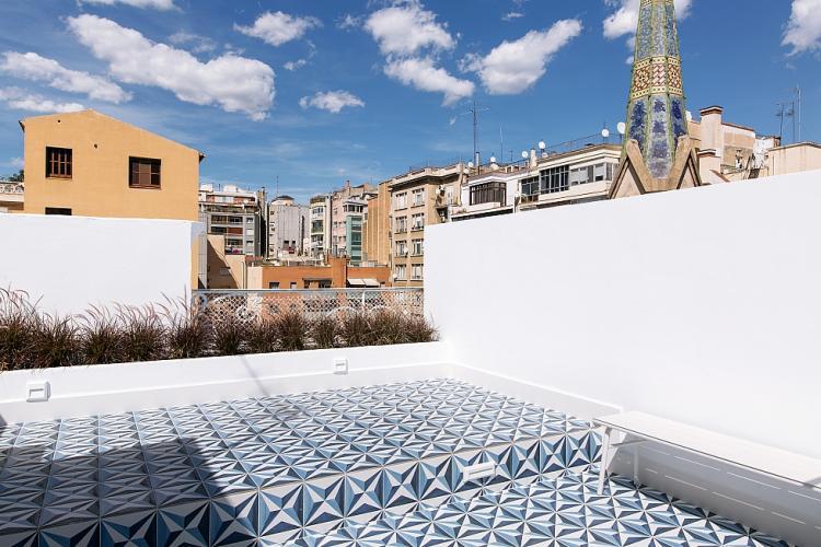 terraza comunitaria con duchas y solarium.