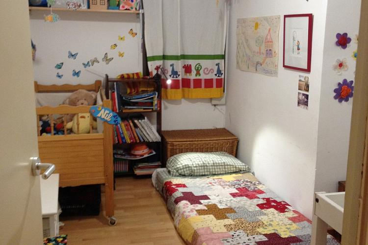 In this children room, there is no this decoration, neither this bed, but a double bed.