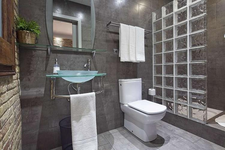 Recently renovated and modern bathroom