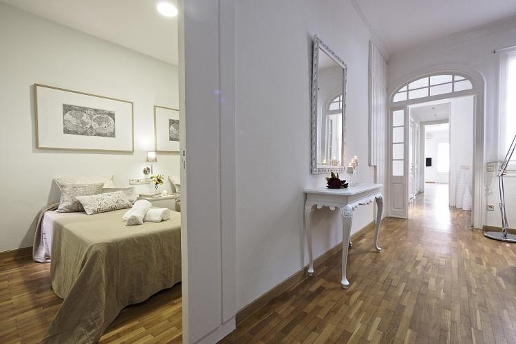 The décor was kept minimalist to showcase the beautiful original details of the building´s architecture. These include the large hallway with amazing french doors.