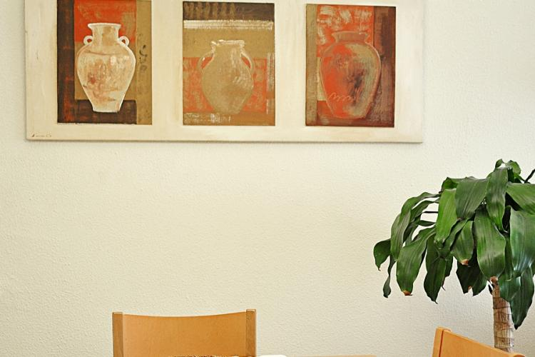 We love these paintings of jugs in the dining space.