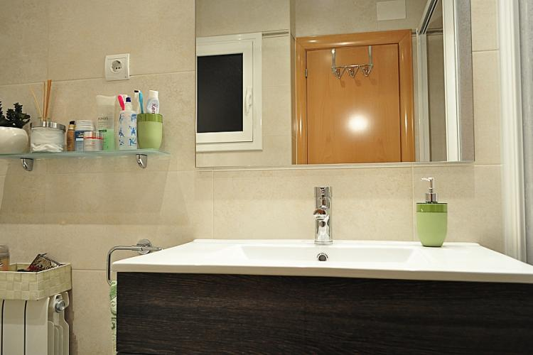 Modern bathroom with high quality finishes.