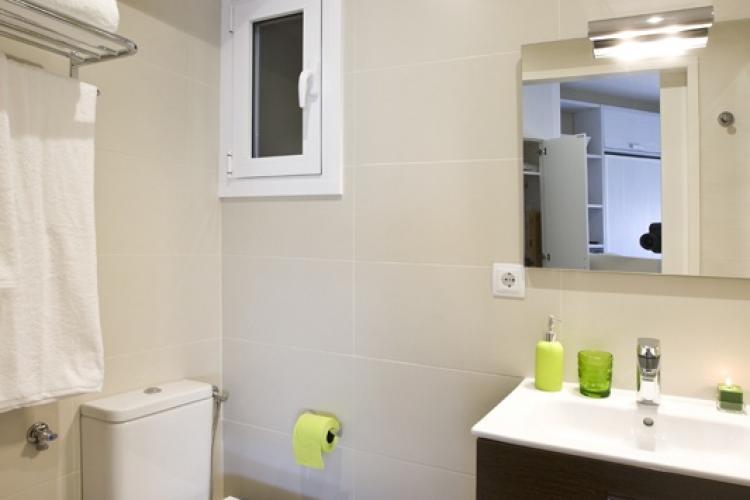 Baño con buena ventilación e iluminación.