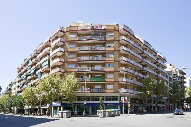 Estudio en barcelona cerca del metro barcelona home for Booking barcelona oficinas