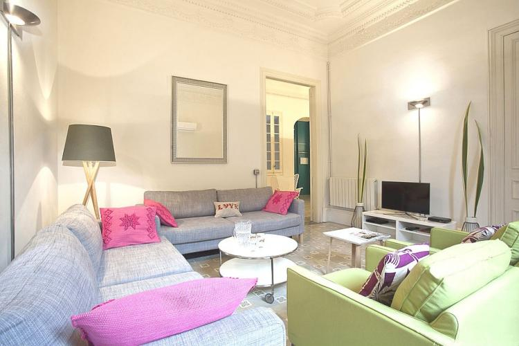 Spacious rental apartment for groups in the heart of Barcelona