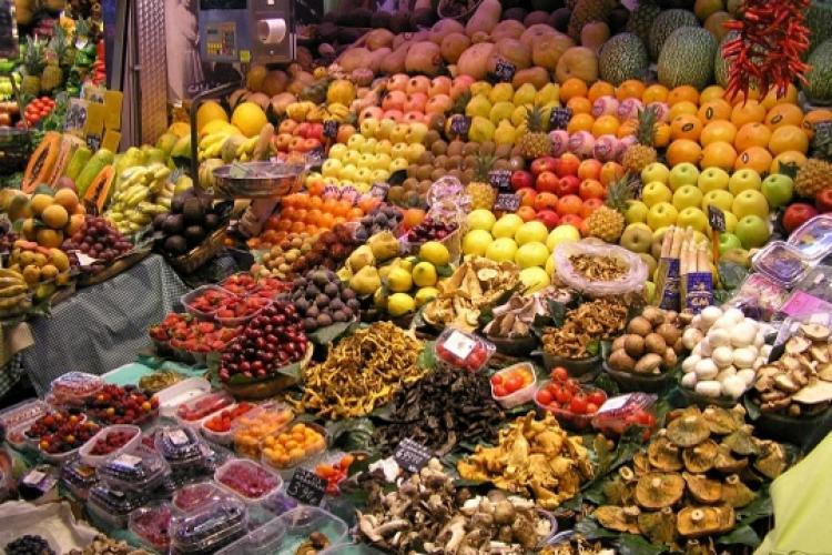 Buy fresh fruits and meats at one of the many markets located throughout the city.