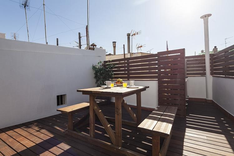 This building has a lovely community terrace where you can enjoy the sun.