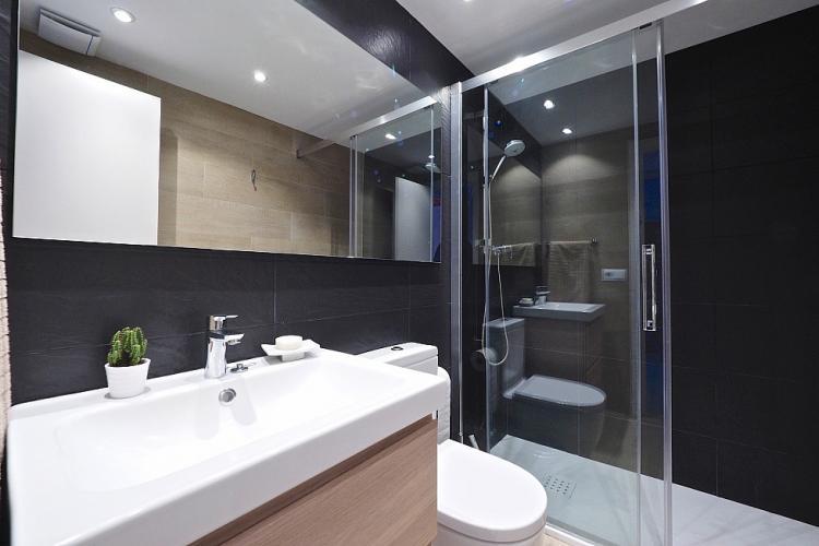 Elegant bathroom with high quality finishes.
