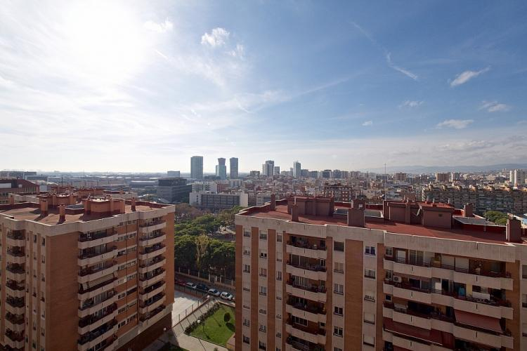 Enjoy views of Barcelona´s unique modern architecture from the balcony.