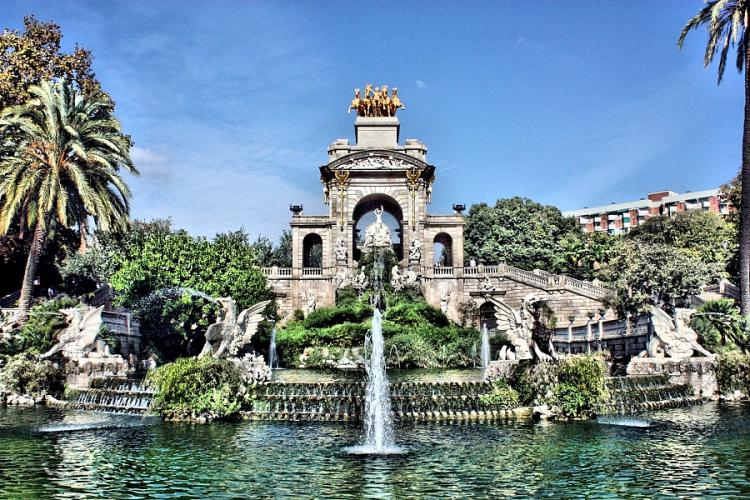 Close to the famous Parc de la Ciutadella and its large green spaces.