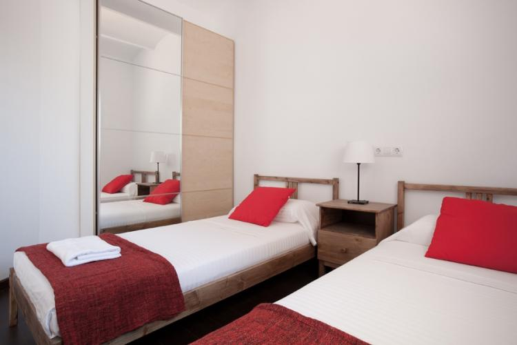 Double bed room with single beds
