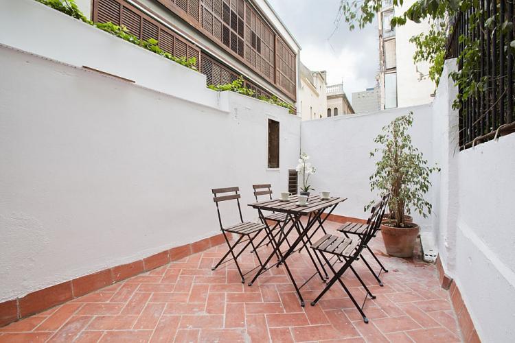 appartement avec terrasse proximit de la casa batll. Black Bedroom Furniture Sets. Home Design Ideas