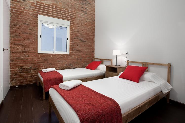 Double bedroom with single beds