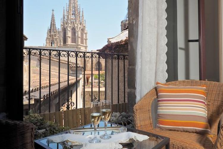 Wonderful views of Catedral de Barcelona to wake up to in the morning.