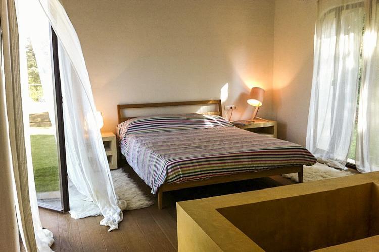 Encantador casa con Jardin, y cuatro habitaciones por semanas.