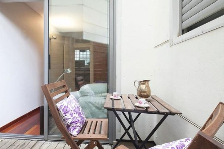 Luxurious duplex with terrace and pool for filming