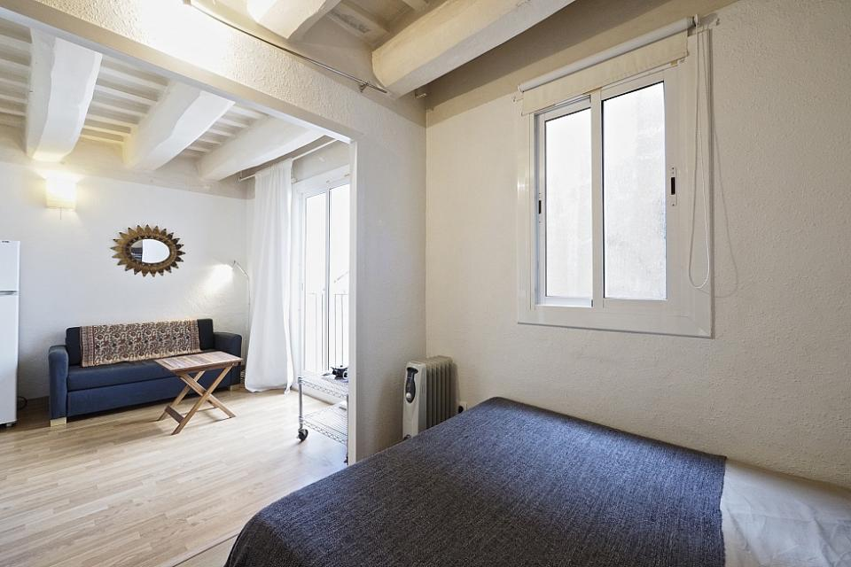 Available studio apartment in barcelona barcelona home - Apartamentos dv barcelona ...