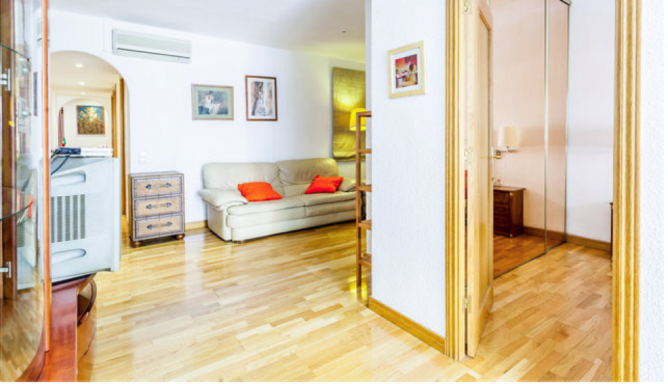 Low cost family flat in barcelona barcelona home for Low cost paris barcelona