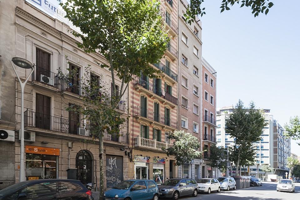 moderne vintage wohnung neben sagrada familia barcelona home. Black Bedroom Furniture Sets. Home Design Ideas