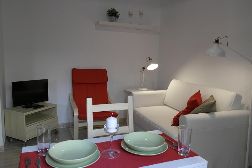 Cute small apartment for rent in barceloneta barcelona home for Cute small apartments