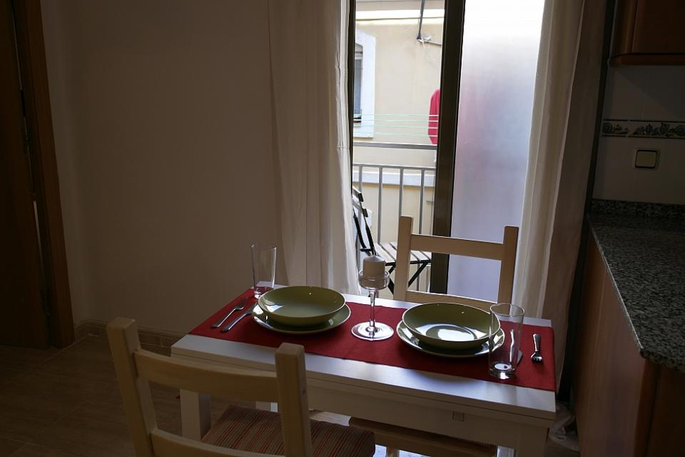 Cute small apartment for rent in barceloneta barcelona home for Small room rent