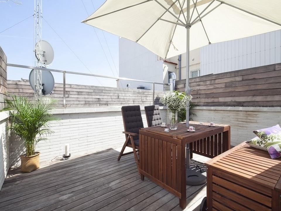 Appartamento a tre piani con terrazza e piscina a for Appartamento a 3 piani