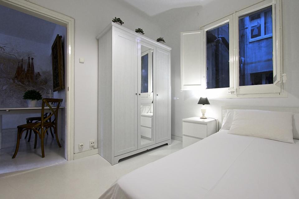 Di lusso a basso costo nei quartieri alti di barcellona for Design moderno a basso costo con 3 camere da letto